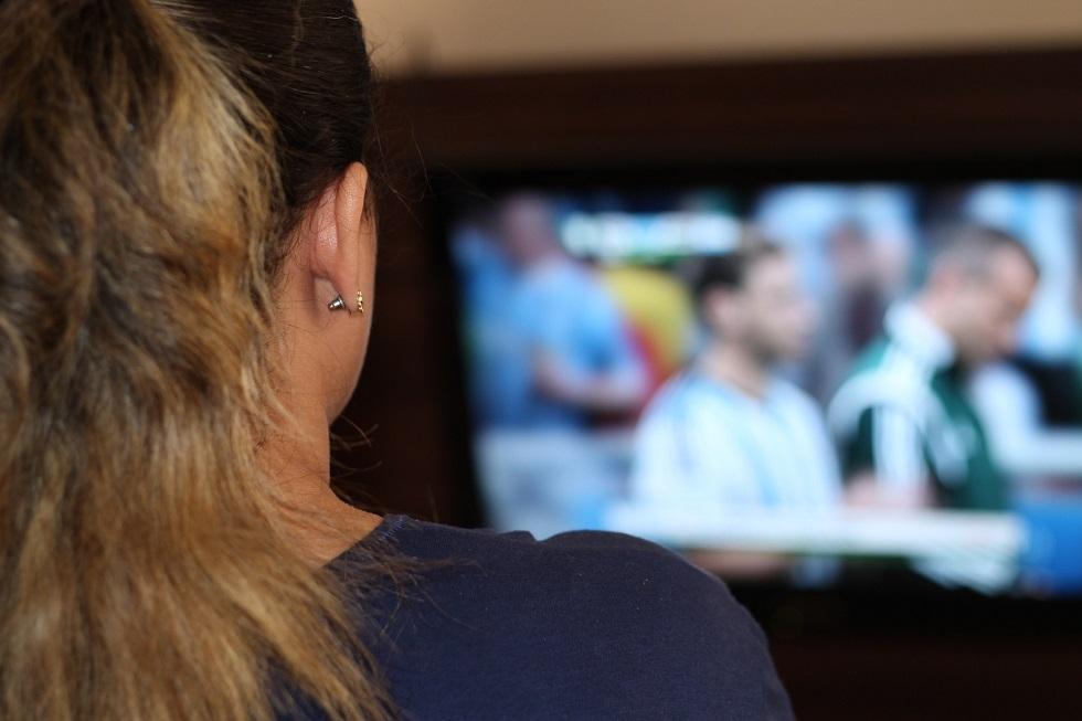 Bolsonaro sanciona lei que libera sorteios de prêmios na TV e rádio