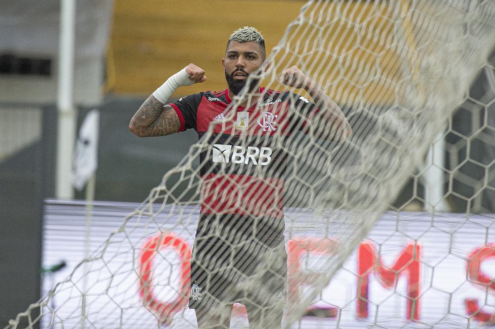 Santos tem dois gols anulados e Flamengo vence com Gabigol