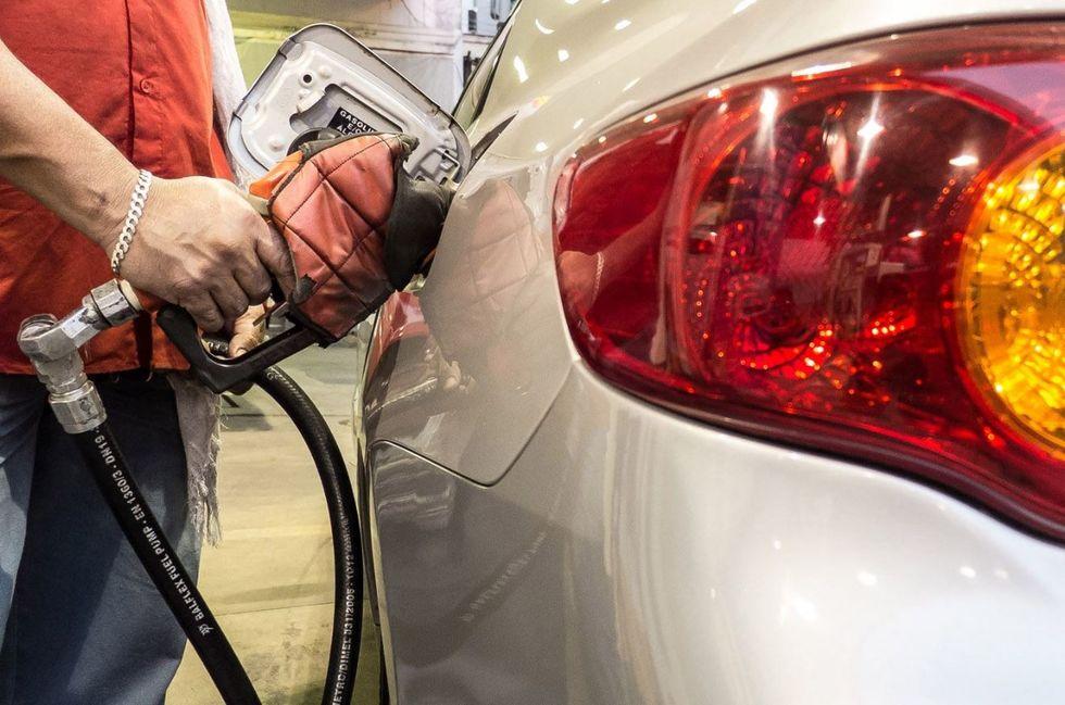 Apesar de altas em agosto, preço da gasolina cai no ano