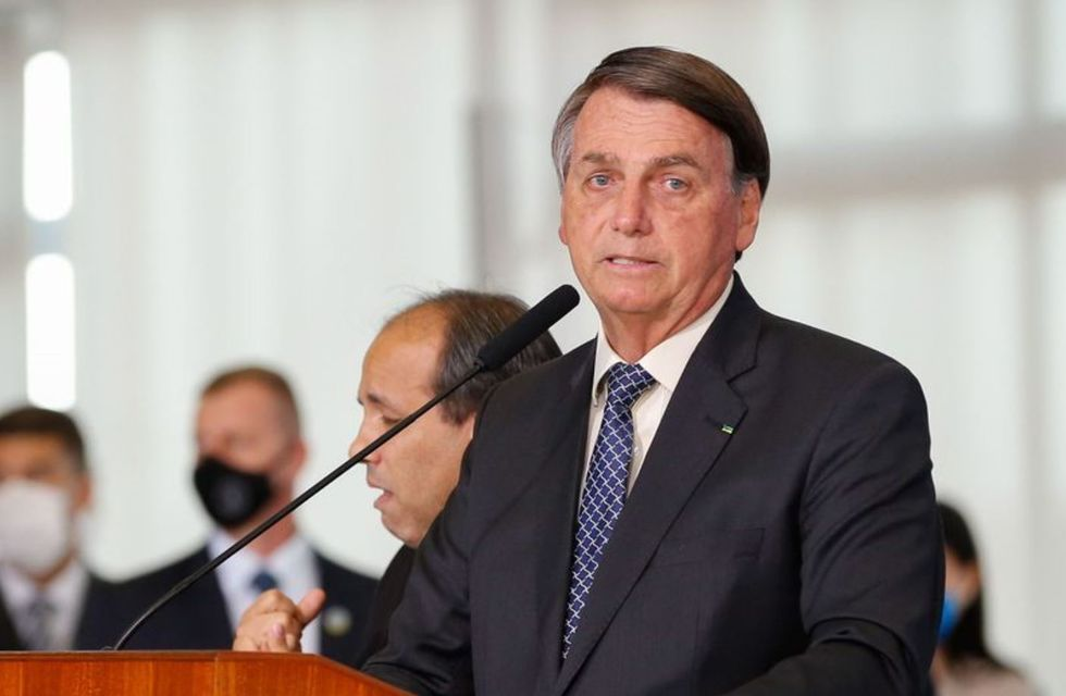 Bolsonaro fala em estender auxílio até final do ano