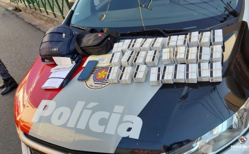 Casal é preso em flagrante com 2 mil cartões bancários