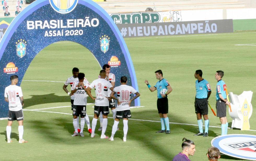 Com dez atletas positivados, Goiás começa mal o Brasileirão