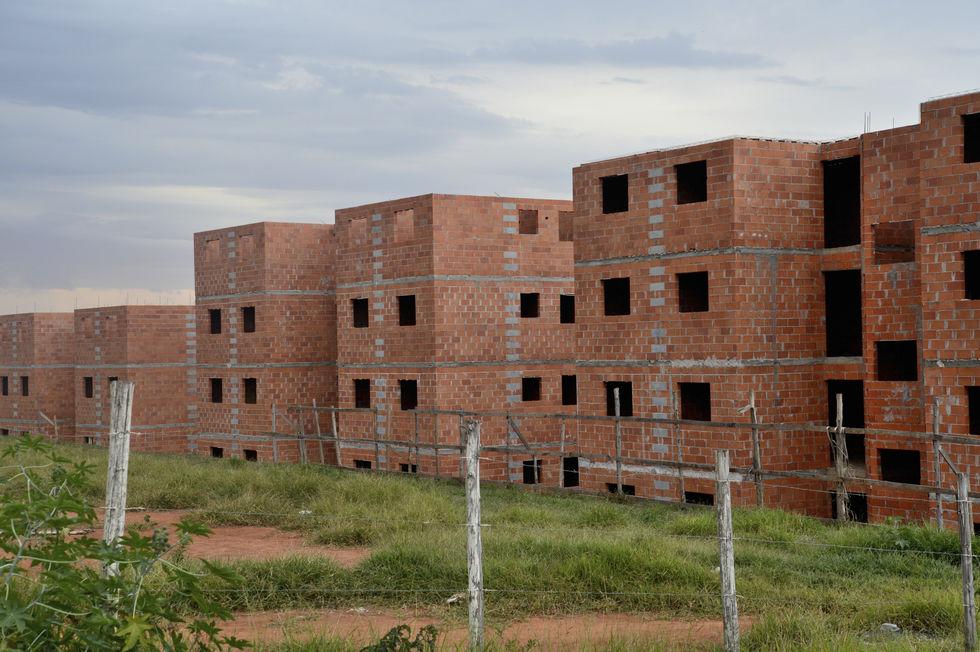 Construções inacabadas geram transtornos