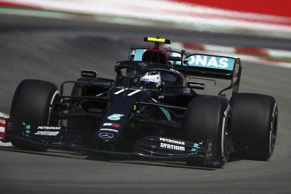 Mercedes domina primeiros treinos