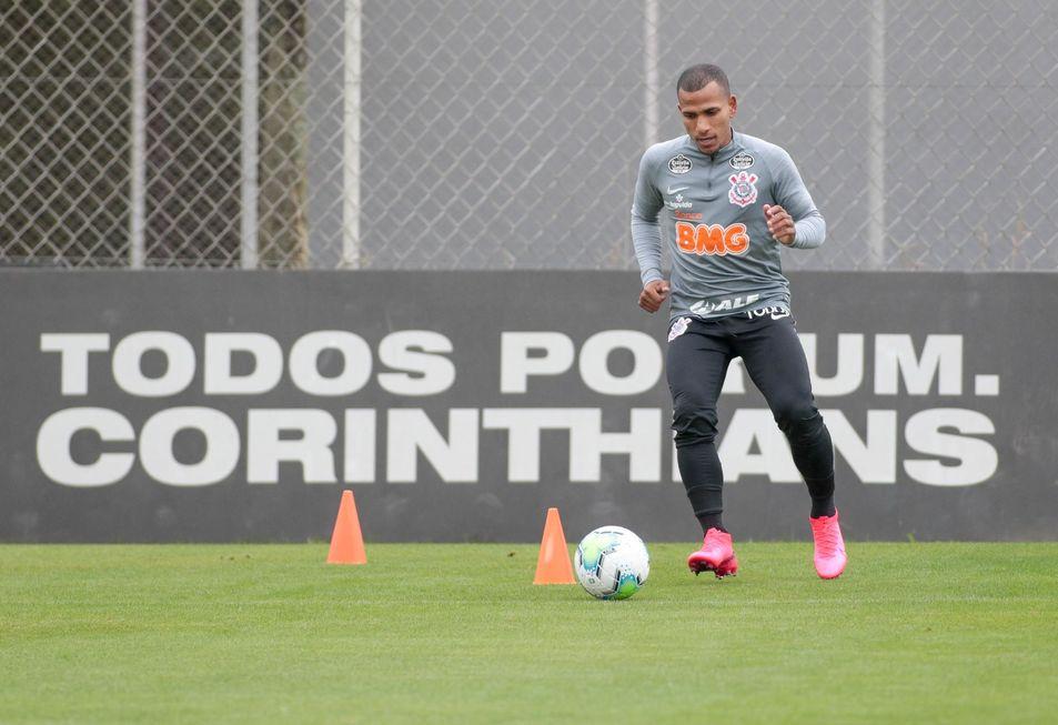 Corinthians deve contar com a estreia do venezuelano Otero