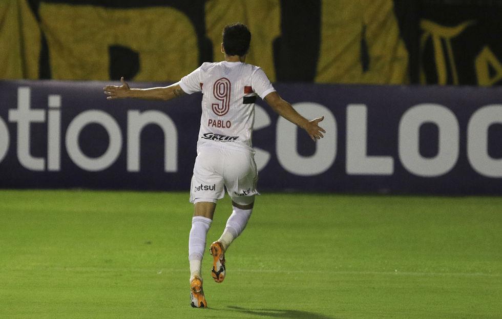 São Paulo recebe um Athletico-PR desfalcado