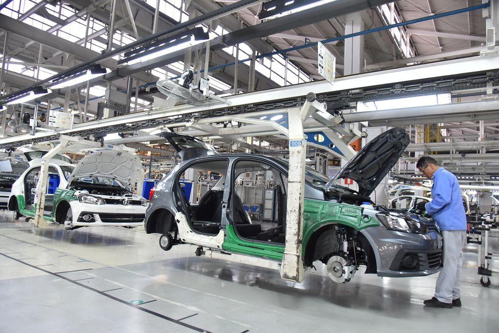 Volks negocia demissões em quatro fábricas no País
