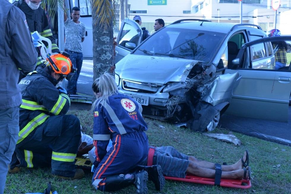 Motorista fica ferido em acidente na Vila Barão