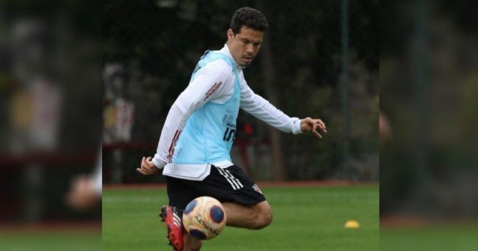 Treino do São Paulo tem retorno de Hernanes e baixa de Vitor Bueno