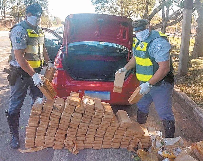 Motorista transportava 210 kg de maconha em estrada de Itararé