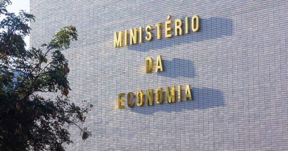 Governo propõe salário mínimo de R$ 1.067,00 em 2021
