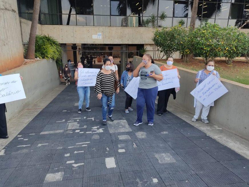 Profissionais da saúde mental de Sorocaba protestam por atraso salarial