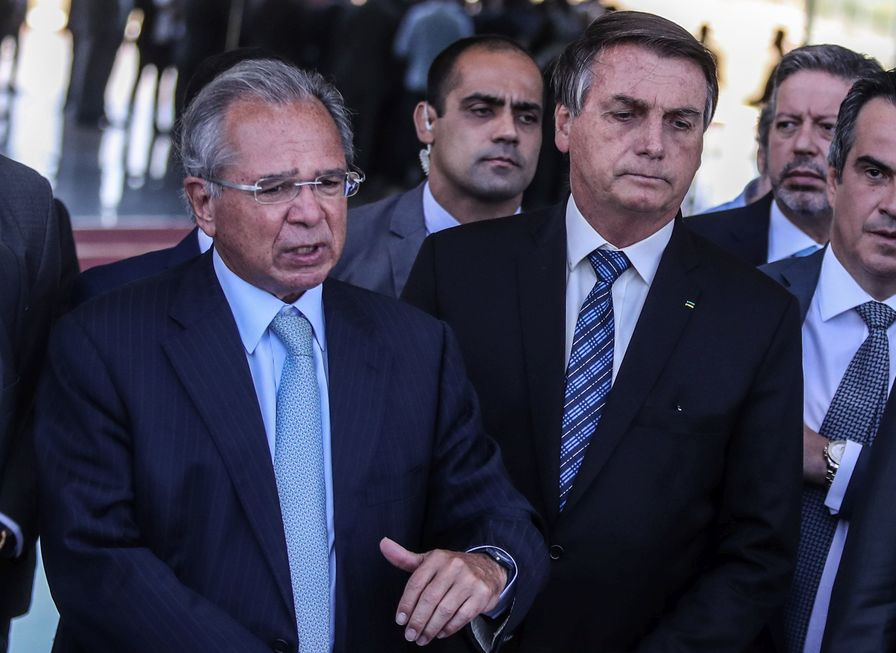 Bolsonaro prorroga auxílio com valor menor, de R$ 300