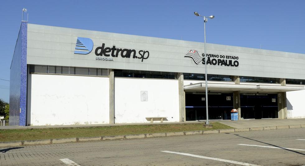 Empresa justifica contratos suspensos no Detran