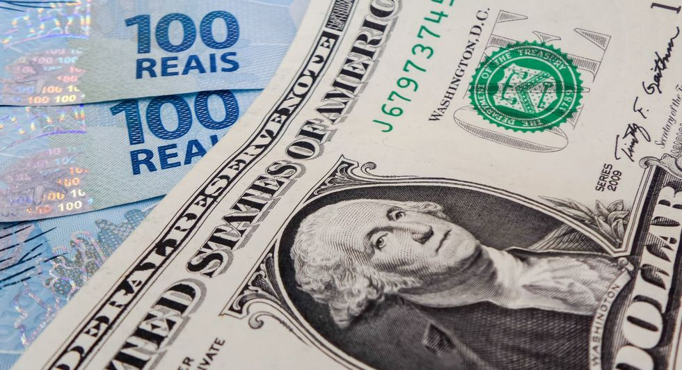 Tensão nos mercados exteriores eleva dólar a R$ 5,40