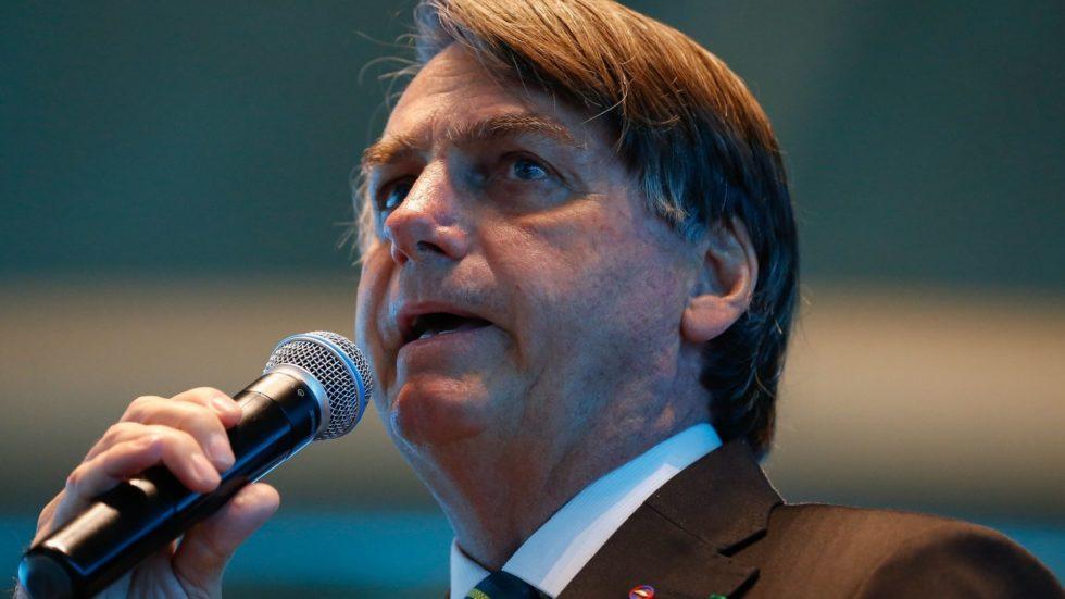 Bolsonaro é contra PL que facilita venda de terras a estrangeiros