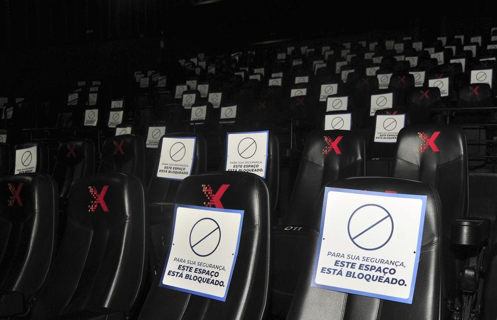 Com medidas de segurança, cinemas retomam atividades