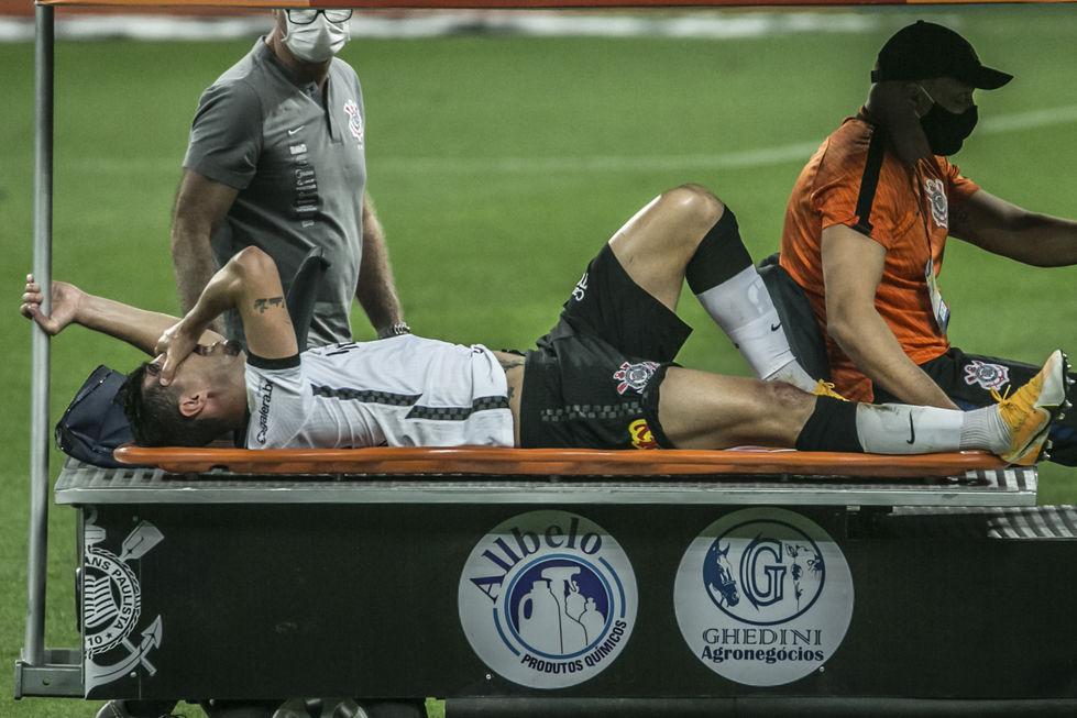Danilo Avelar rompe ligamento