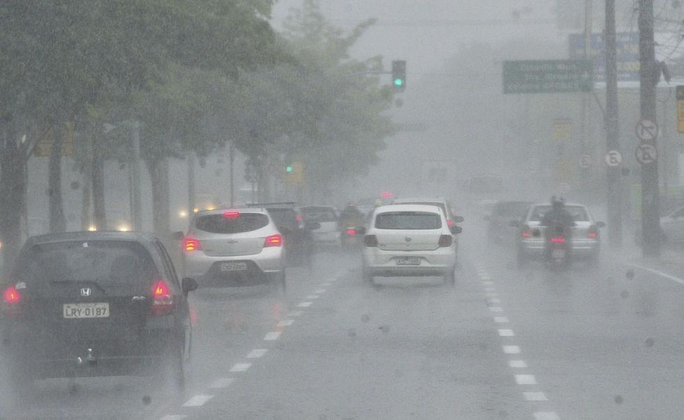 Defesa Civil alerta para chuva forte hoje