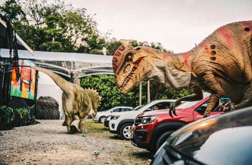Dinossauros fazem alegria das crianças na capital paulista
