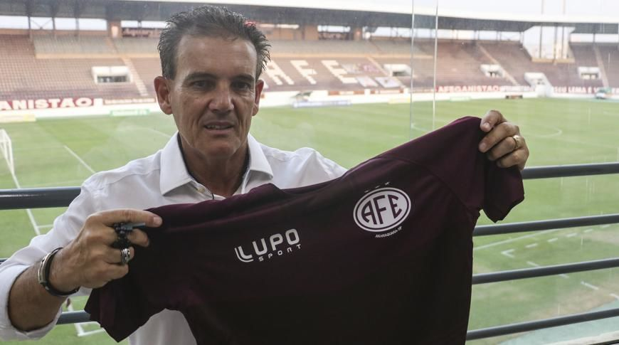 Ferrinha confirma Paulo Roberto Santos