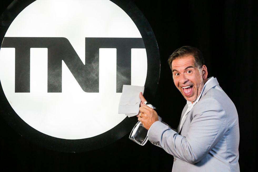 """Leandro Hassum fecha novo programa na TNT, """"2000 e Vishhh"""""""