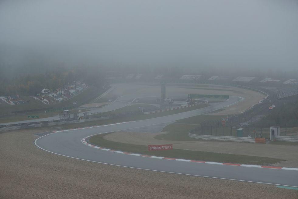 Neblina impede treinos em Nurburgring e pilotos não correm