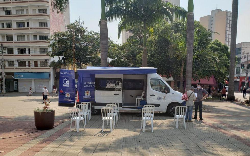 Procon móvel atende na praça Fernando Prestes