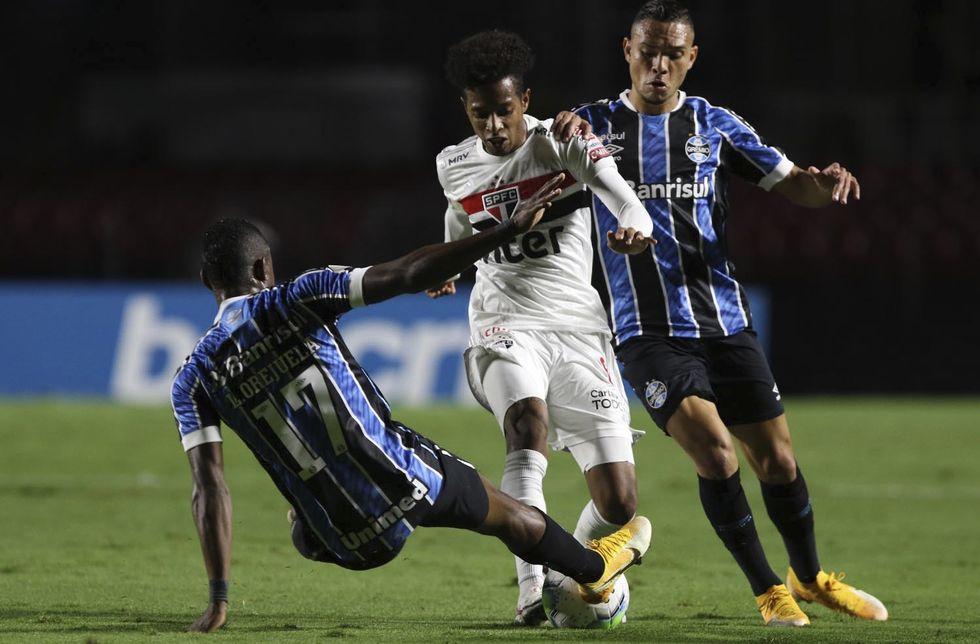 São Paulo e Grêmio empatam sem gols