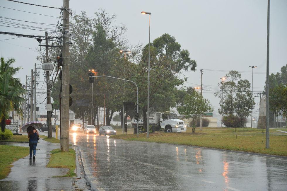 Várias regiões recebem alerta de tempestade