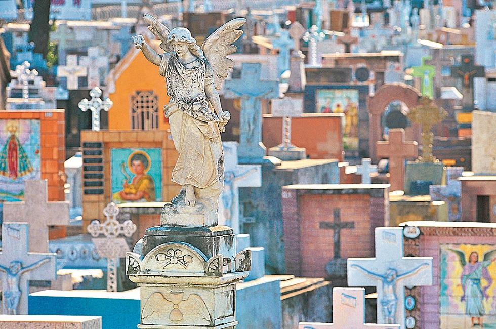 Cemitérios não abrirão no Dia de Finados por causa da pandemia