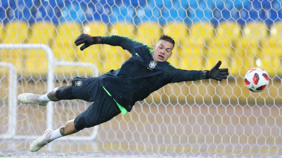 Alisson é cortado por lesão e Tite convoca Ederson para a seleção brasileira