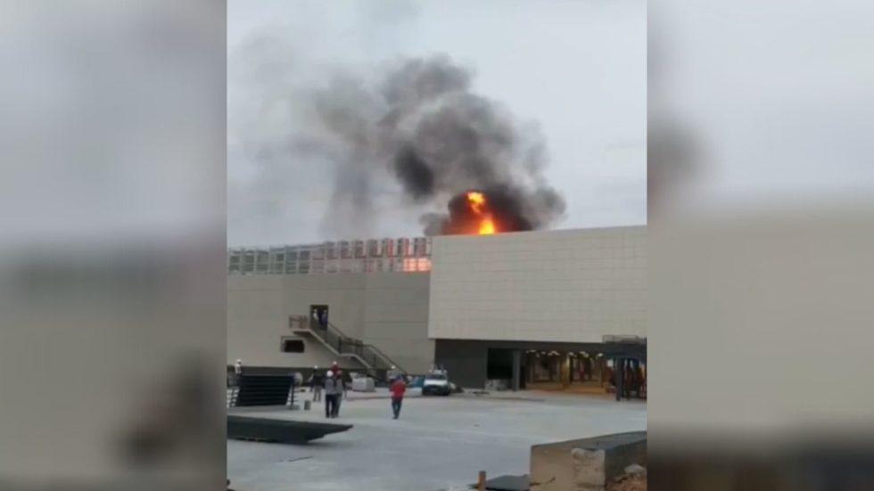 Fogo atinge supermercado em construção em Sorocaba