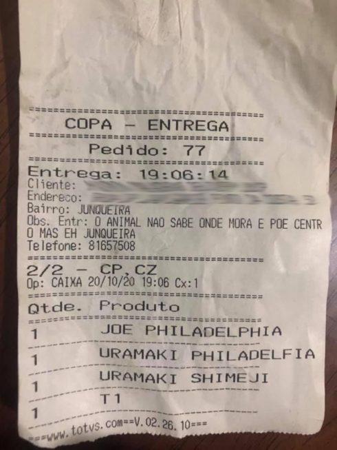 Funcionário do restaurante que escreveu mensagem ofensiva foi demitido. Crédito da foto: Reprodução/ Facebook