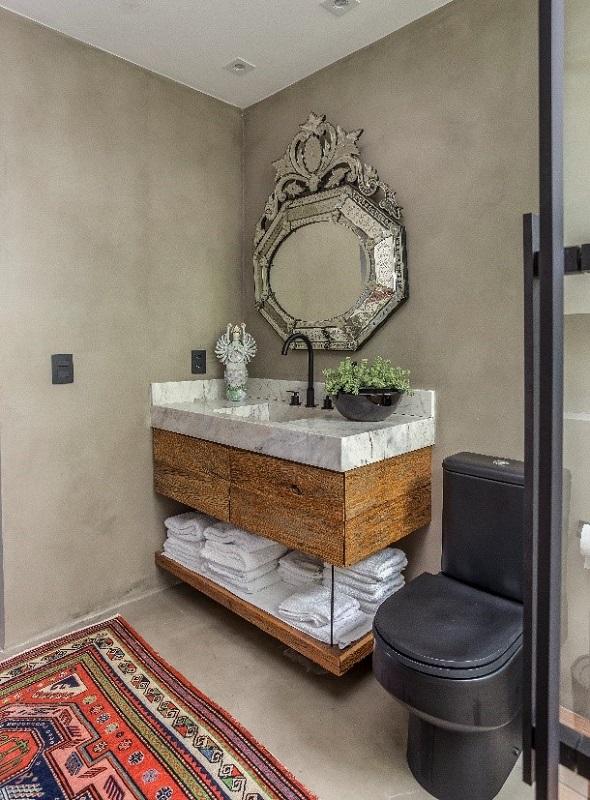 A versatilidade do espelho valoriza projetos decorativos