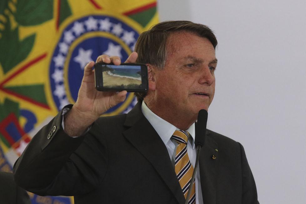 Bolsonaro rejeita elevar imposto para turismo