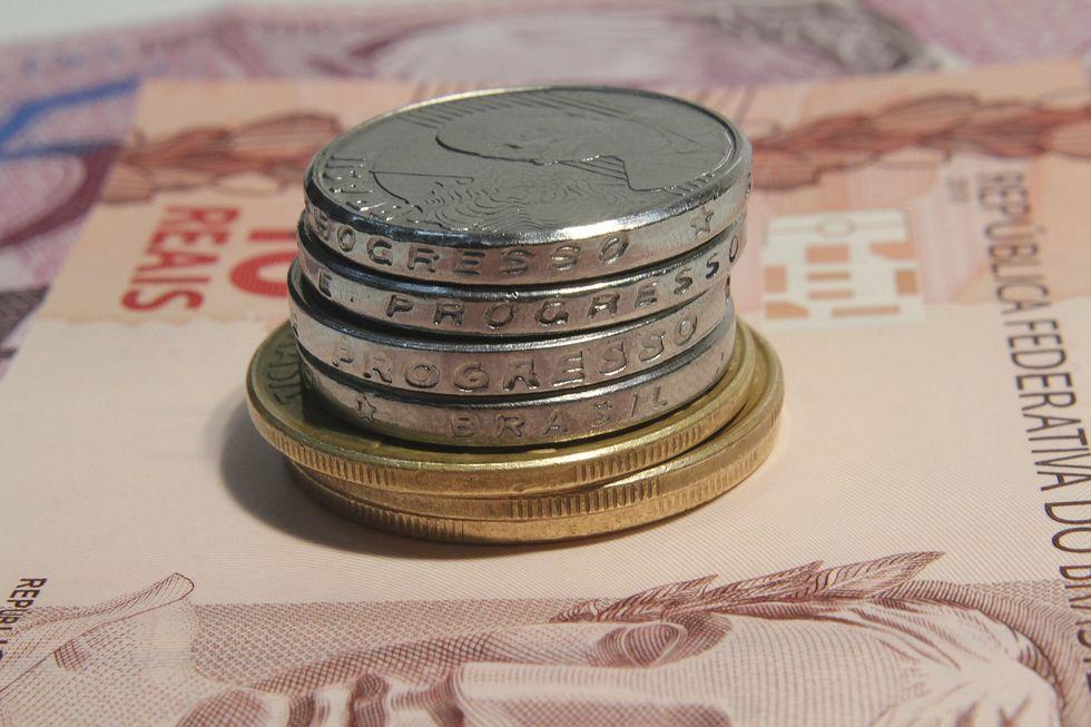 Brasileiros aumentam depósitos na poupança