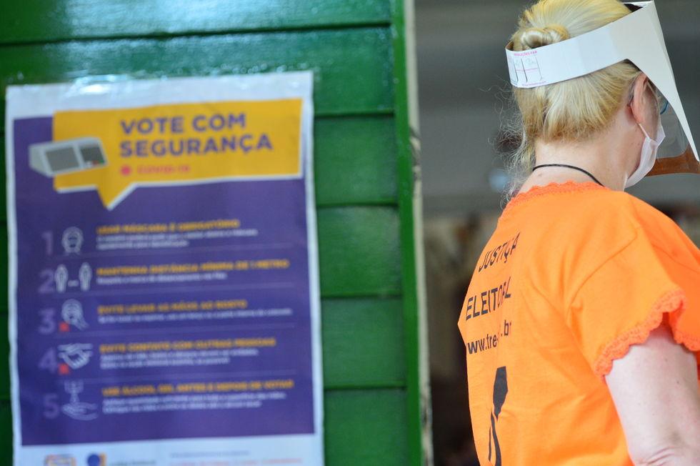 Candidatos tentam conquistar quem se absteve de votar