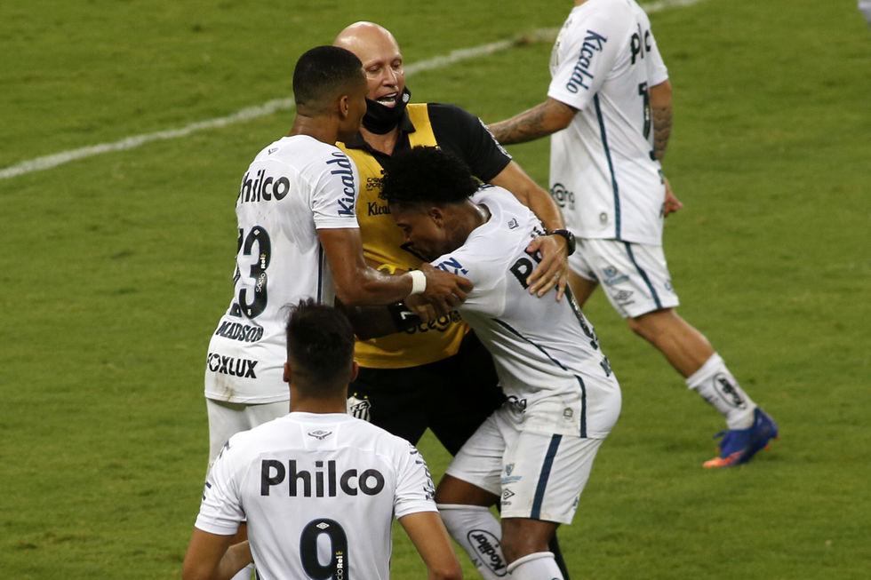 Ceará elimina o Santos no Castelão