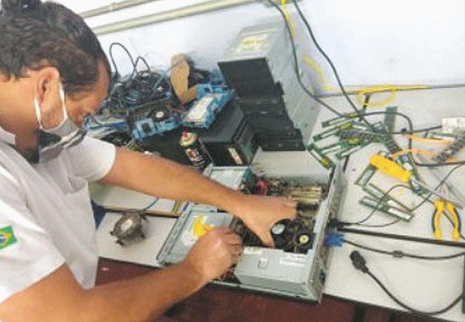 Cooperativas recebem 2 toneladas de resíduos eletrônicos