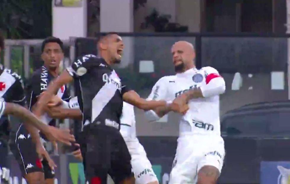 Felipe Melo é denunciado por chave de braço
