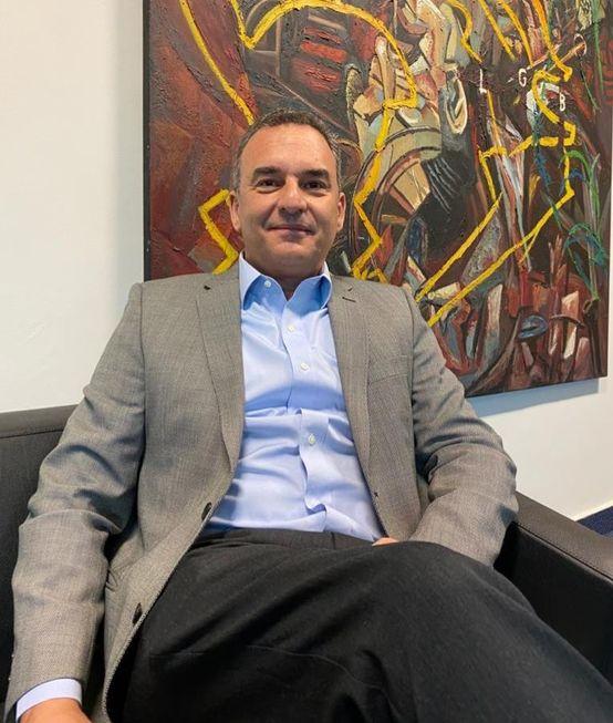 Secretário da Habitação, Flávio Amary, tira férias para ajudar na campanha