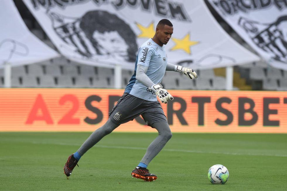 John fecha o gol e Santos bate o Inter
