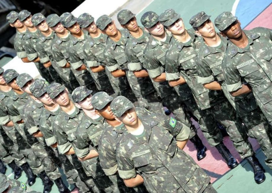Junta Militar volta a atender o público