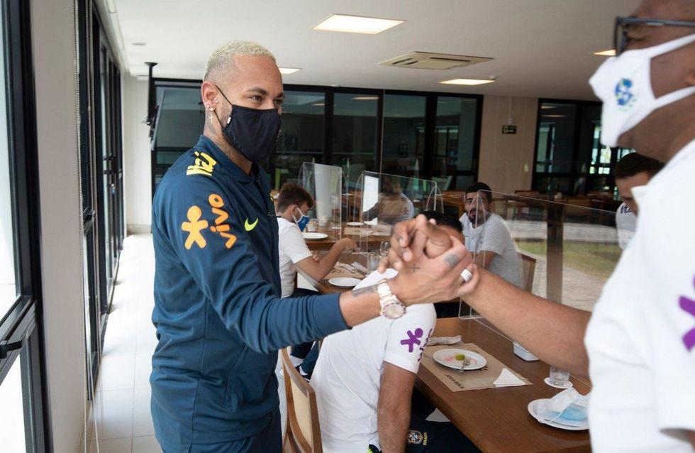 Neymar faz tratamento para voltar à seleção
