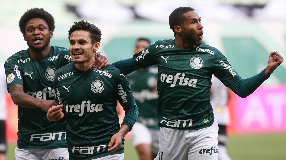Sob olhares do novo técnico, Palmeiras derrota o Atlético-MG por 3 a 0