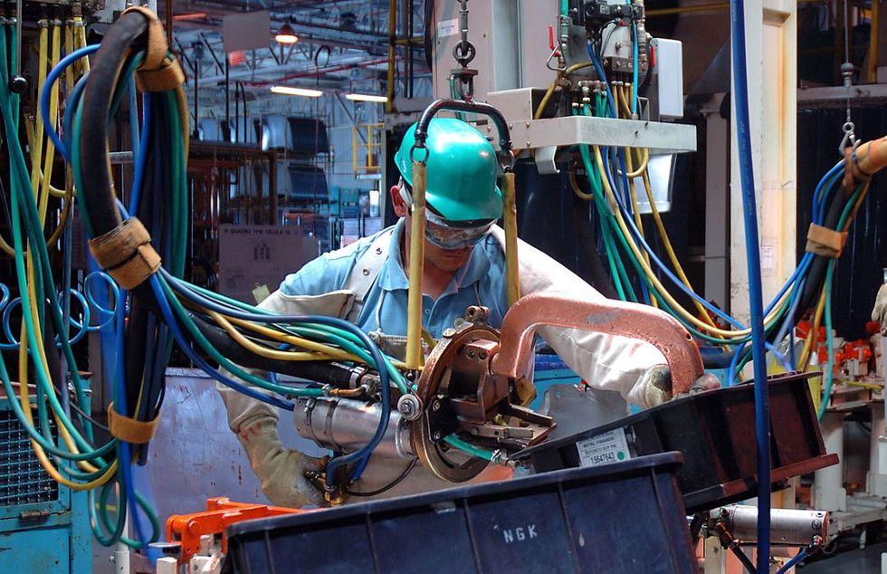 Produção industrial cresce e deixa perdas para trás