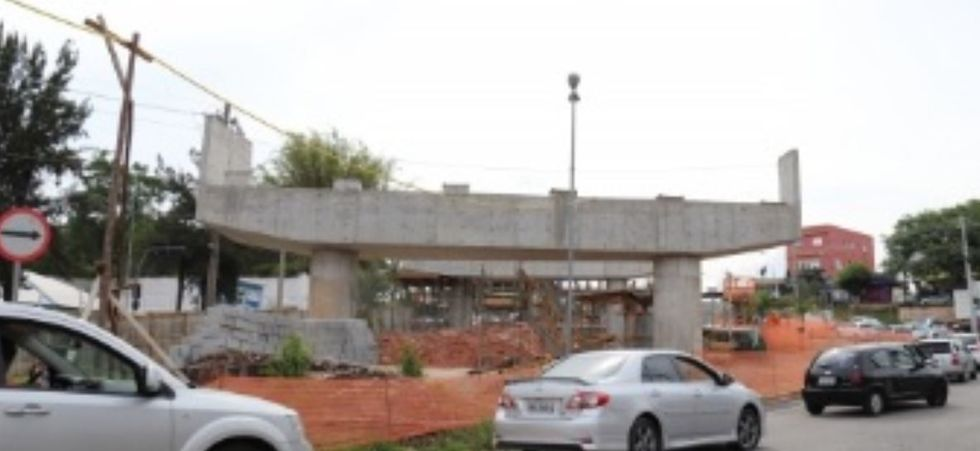 Viaduto da J.J. Lacerda recebe últimos pilares
