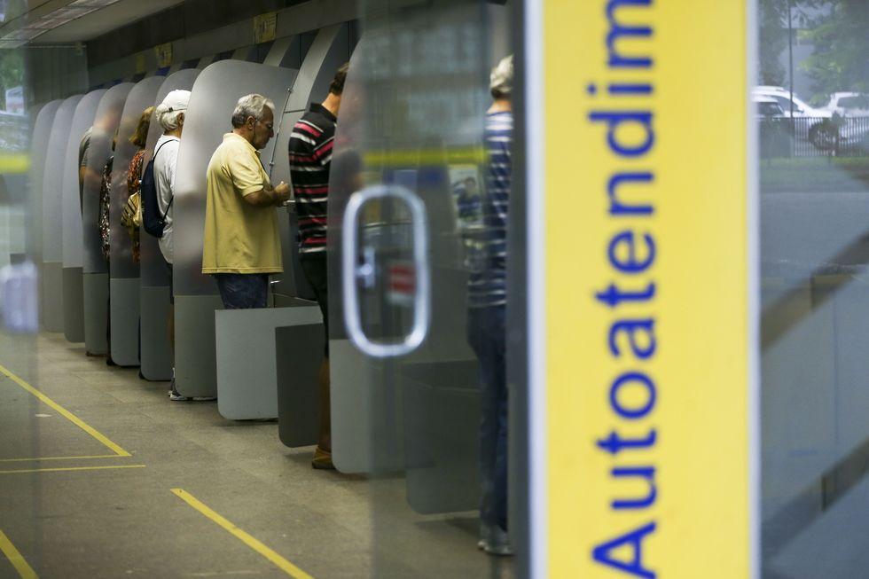 Agências bancárias abrem hoje por duas horas, das 9h às 11h