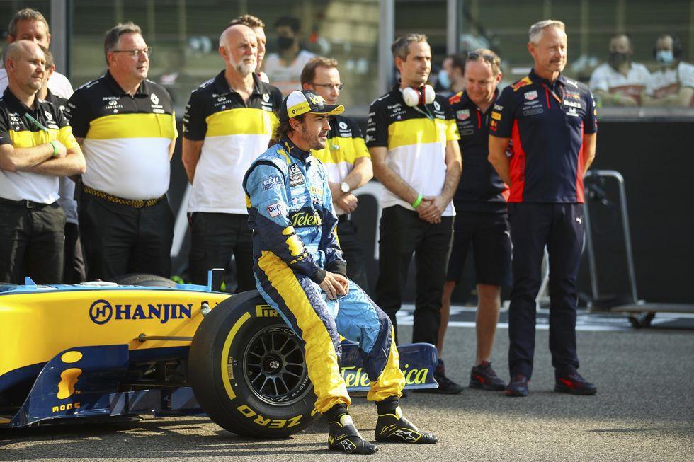 Alonso lidera último teste da F1 no ano